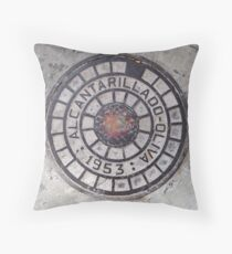 Sewer inspection cover. ( Alcantarillado.) Throw Pillow