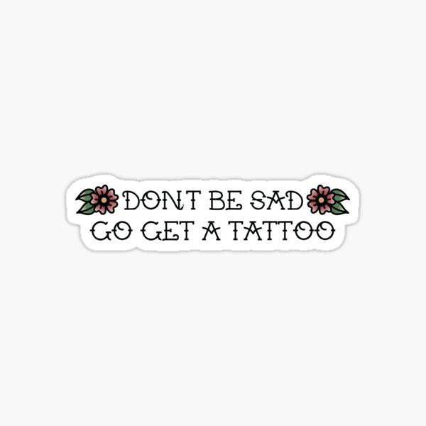 no estés triste ve a hacerte un tatuaje Pegatina
