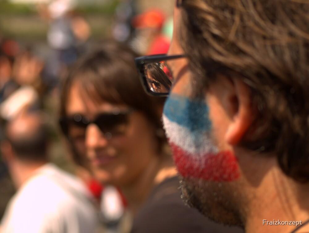 The glasses are in focus by Fraizkonzept