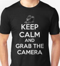 KEEP CALM AND GRAB THE CAMERA. T-Shirt