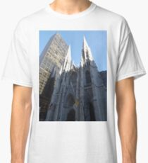 Camiseta clásica St. Patricks Cathedral and Reflection, 5th Avenue, New York City