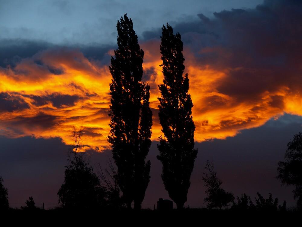 Burning Sky / Omakau / Central Otago / New Zealand by joergilmaz