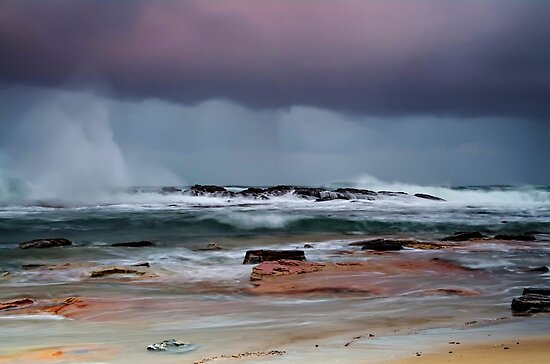 The Raging Sea by bazcelt