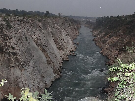 Narmada River flowing through marble rocks by RAHUL  PANDIT
