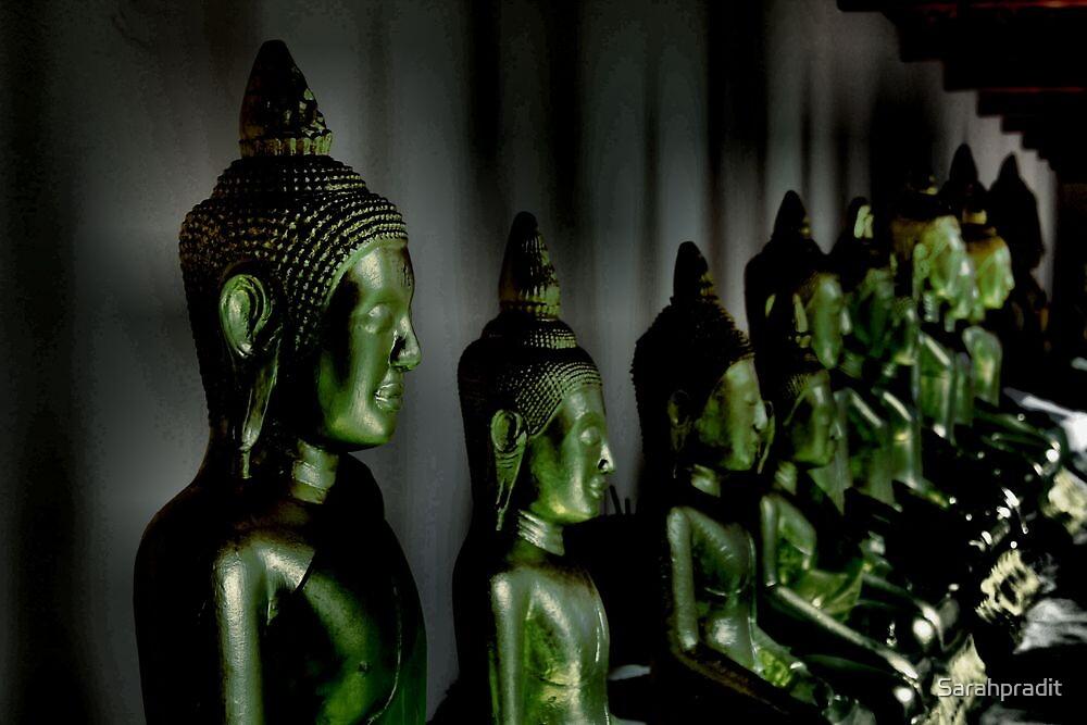Buddhas by night by Sarahpradit