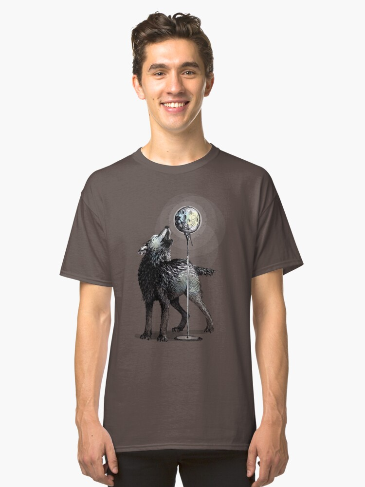 Howling at the moon Classic T-Shirt Front