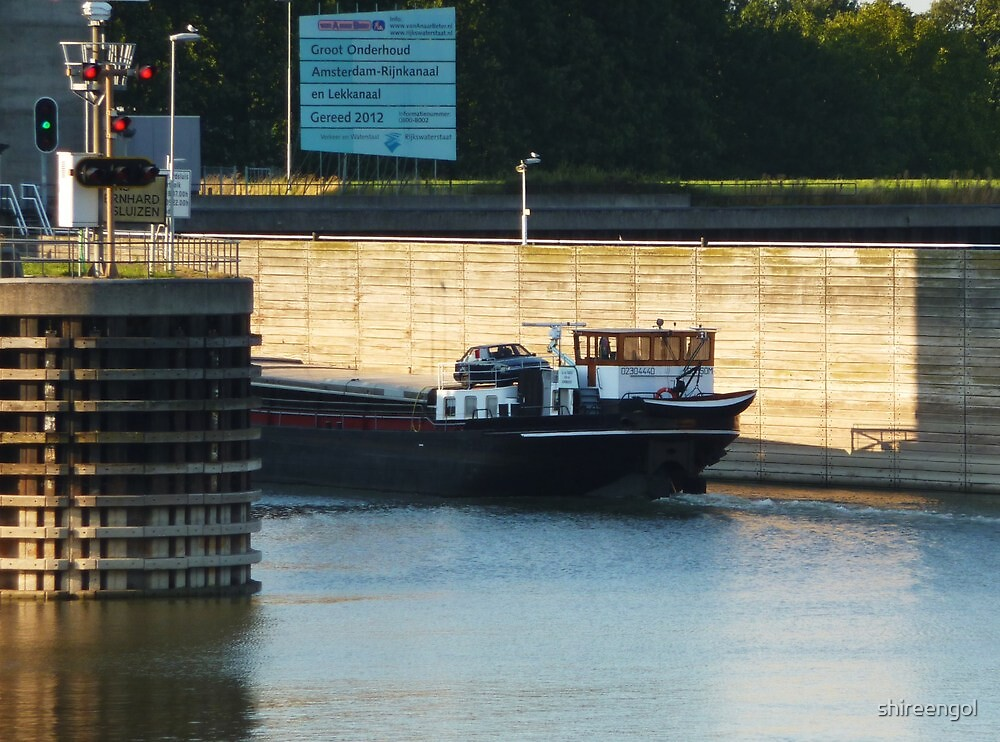 barge on her way to Amsterdam by shireengol