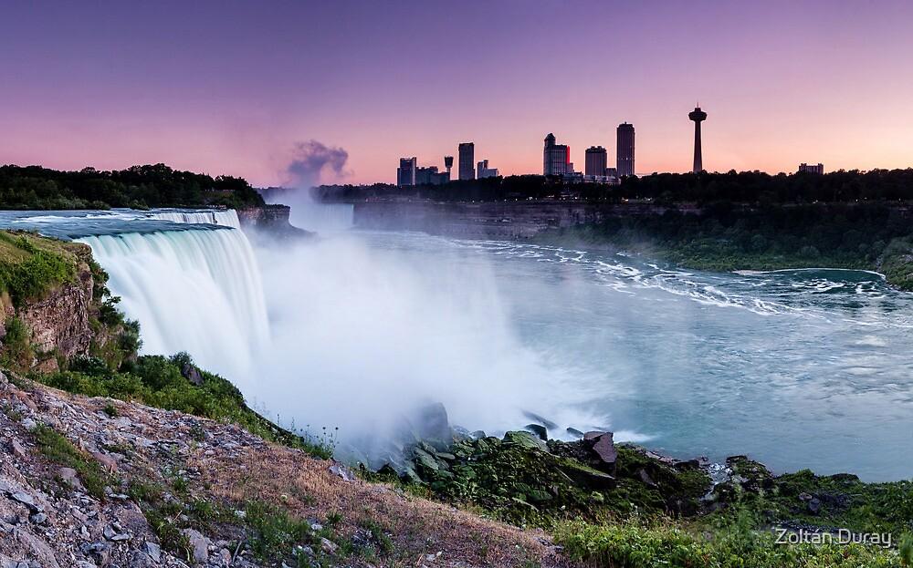 Niagara Falls by Zoltán Duray