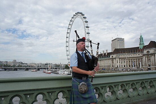 Bagpiper at London Eye by santoshputhran
