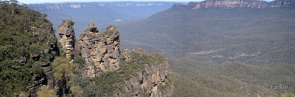 Three Sisters, Blue Mountains by Finkie