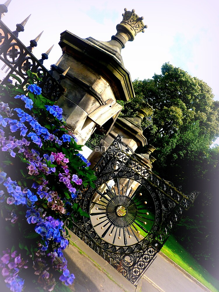 Donibristle Gate, Aberdour by ©The Creative  Minds