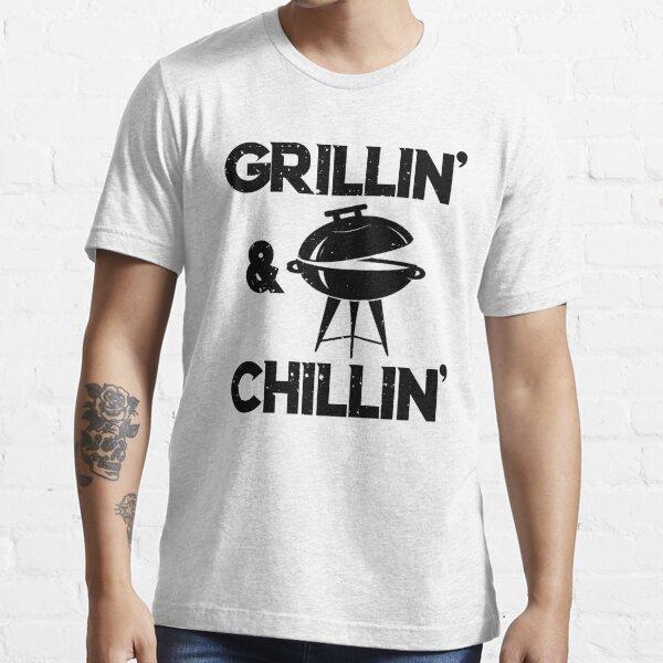 Grillin und Chillin Geschenk für Papa Vatertag Essential T-Shirt
