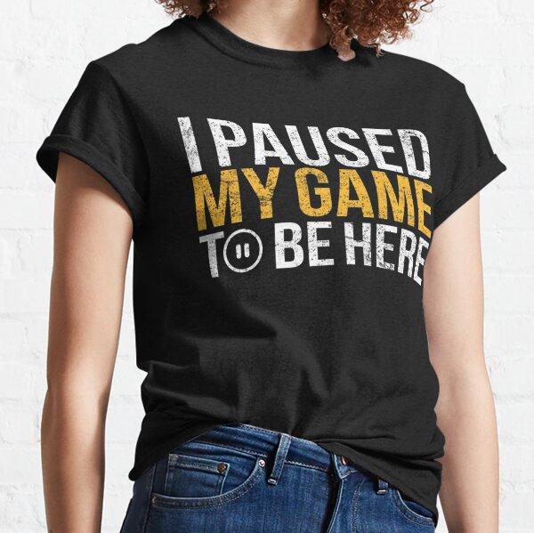 J'ai suspendu mon jeu pour être ici T-shirt classique