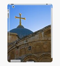 golden cross on the roof of the church of the Holy Sepulchre iPad-Hülle & Klebefolie