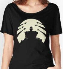 The Giant and the moon. Women's Relaxed Fit T-Shirt
