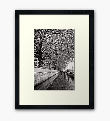 A stroll by the Thames - Great Britain Framed Print
