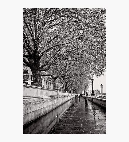 A stroll by the Thames - Great Britain Photographic Print