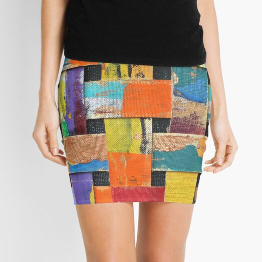 to give new life to those in assemblages. These assemblages have a graphic Mini Skirt