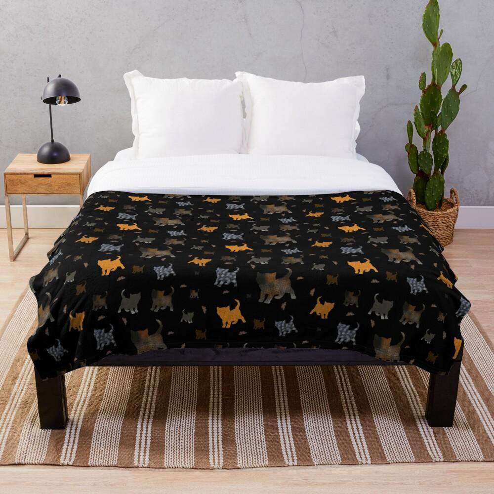 Cats on black Throw Blanket