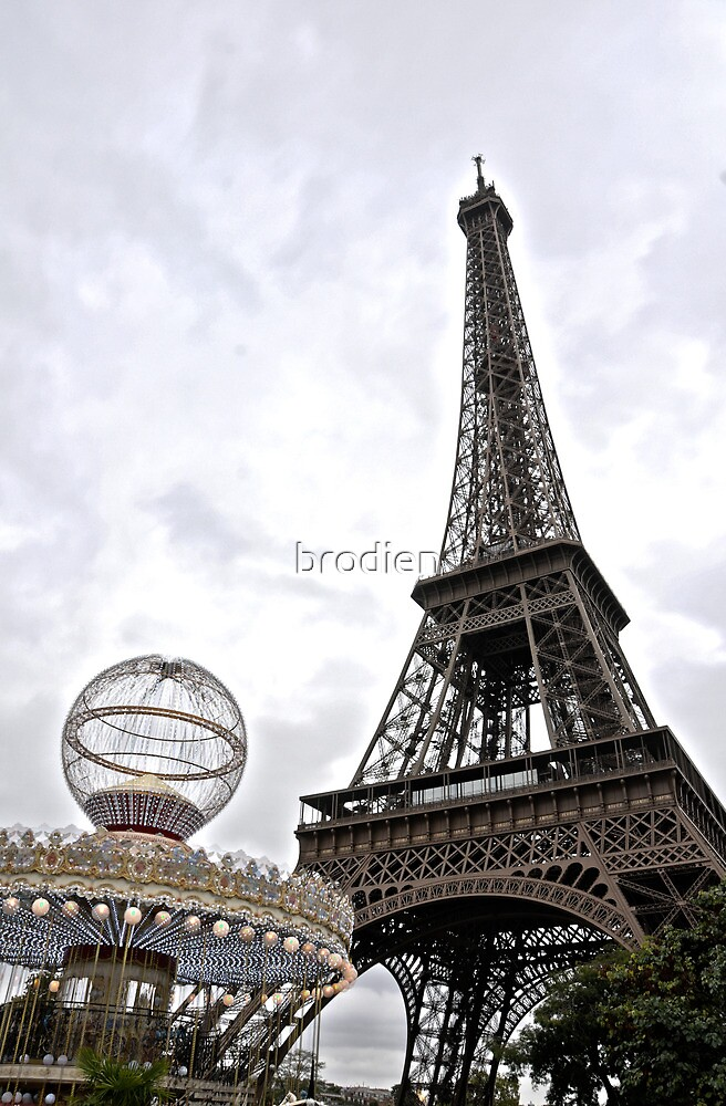 Eiffel Tower Carousel by brodien