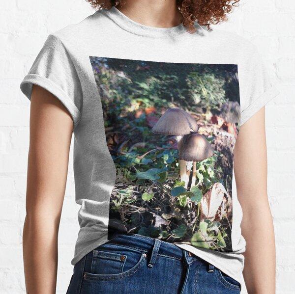 Kleiner Pilz im Garten Classic T-Shirt