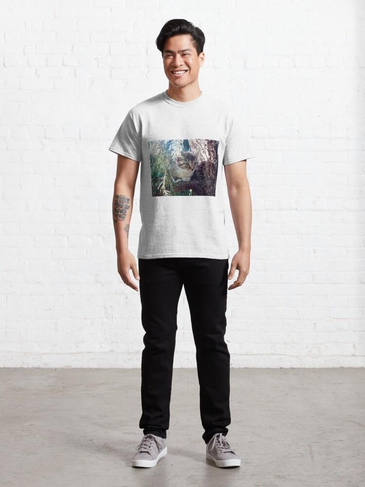 Alternative Ansicht von Tiger auf Baum Classic T-Shirt