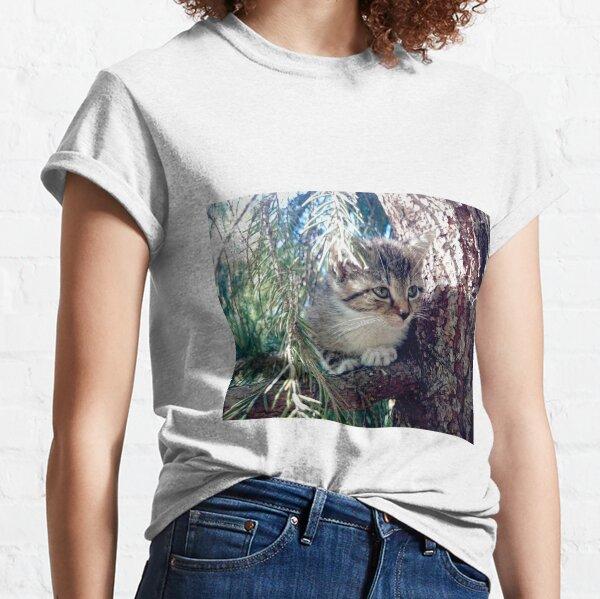 Tiger auf Baum Classic T-Shirt