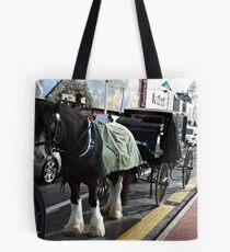 HORSE AND LANDAU . Tote Bag