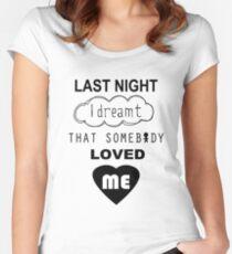 Camiseta entallada de cuello redondo Anoche soñé que alguien me amaba