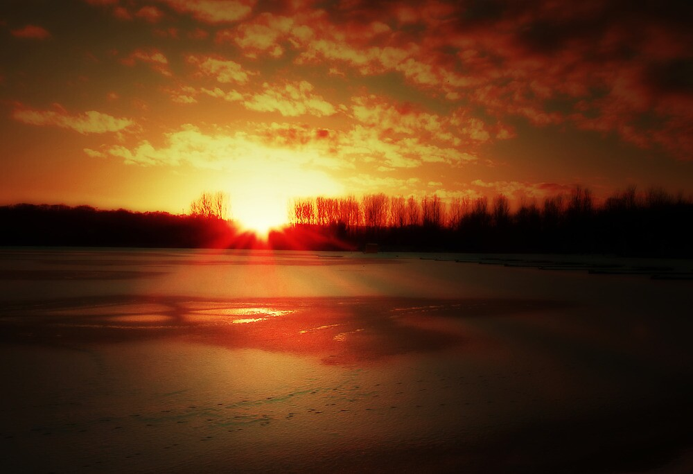 SUNSET ON ICE by leonie7