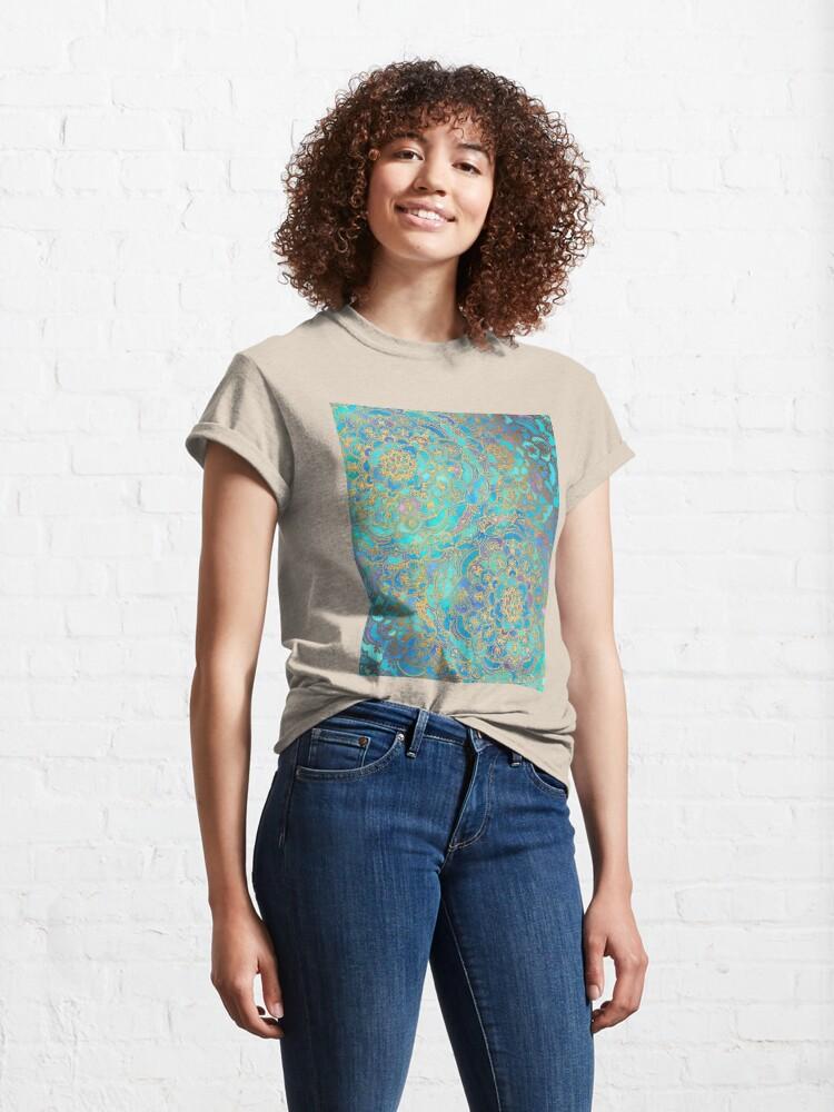 Alternative Ansicht von  in Photoshop abgeschlossen. Mit den Konzepten des Metalls spielen Classic T-Shirt