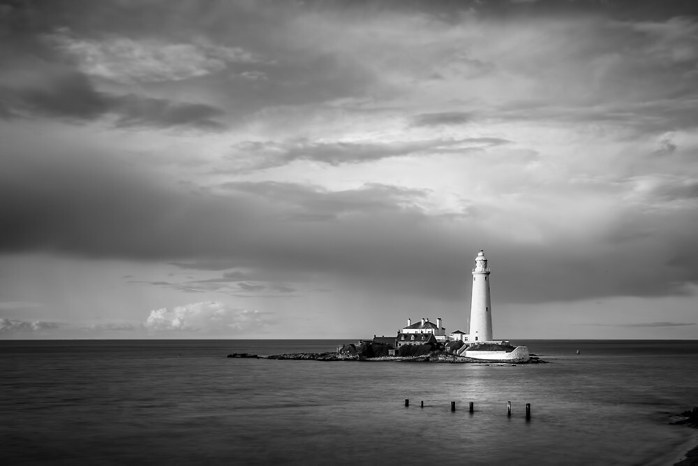 St Mary's Light House  by Richard Davison