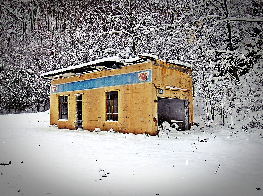 RC Quiet In The Snow by Paul Lubaczewski