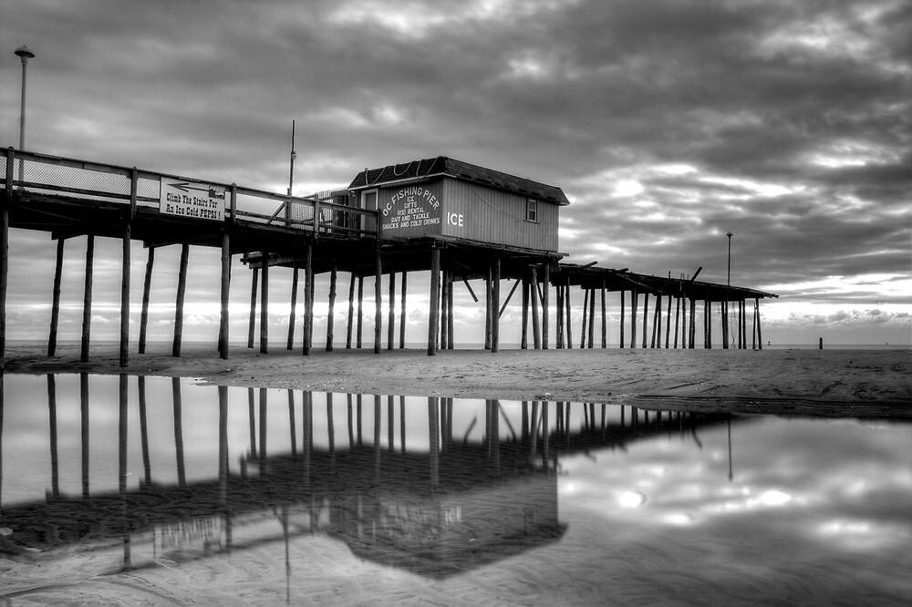 Boardwallk in Black & White by DarrenL