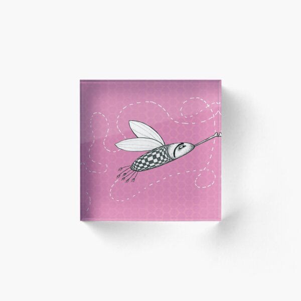 Fliege mit Schachbrett-Muster auf Rosa Hintergrund Acrylblock