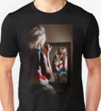 Sexy girl in the mirror Unisex T-Shirt