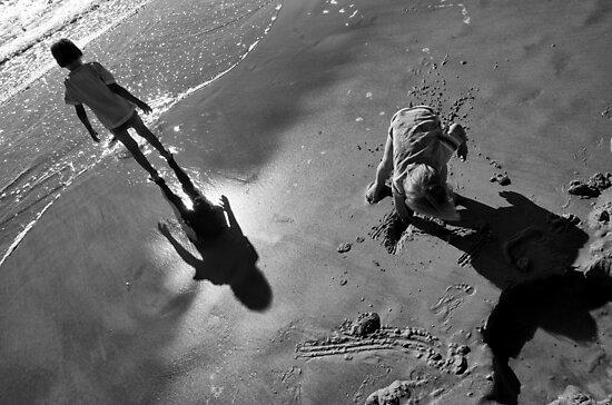 Kids by the sea by kavolis