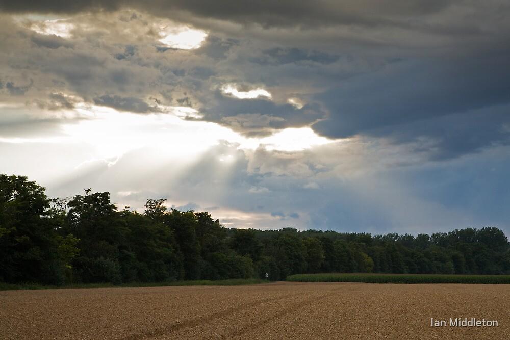 Breaking storm by Ian Middleton