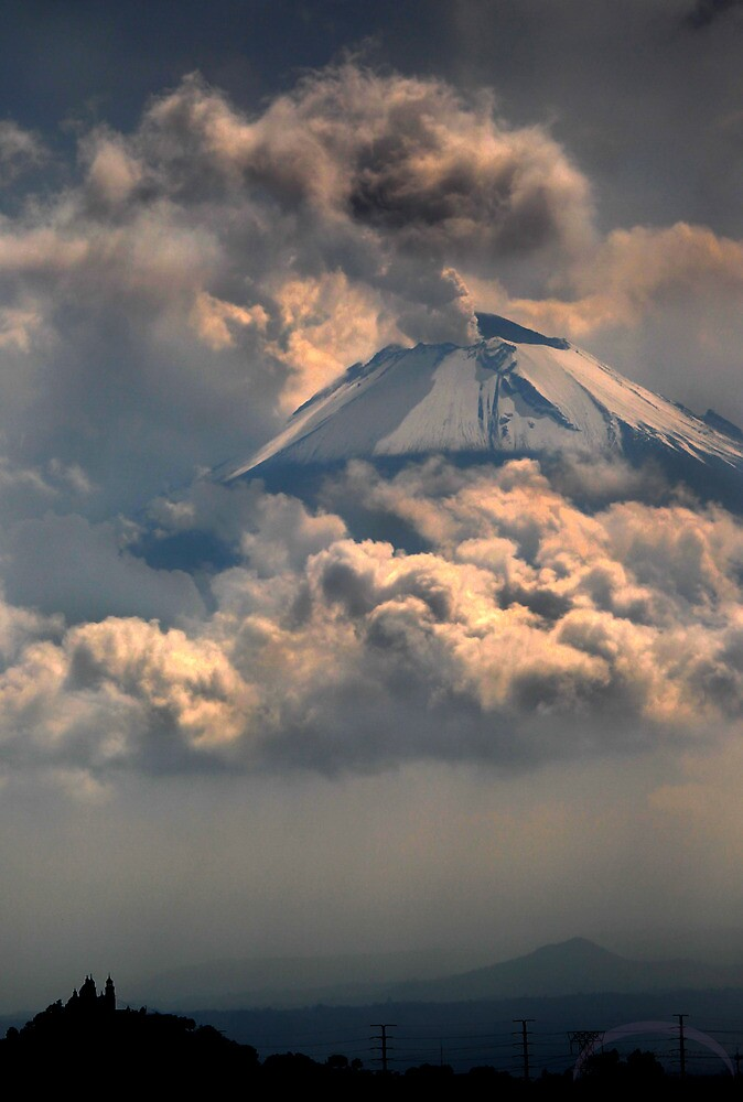This volcano in flying?? by cgarciaferro