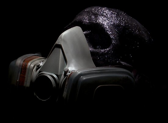 Gas Mask Glitter Skull by PlasticOne