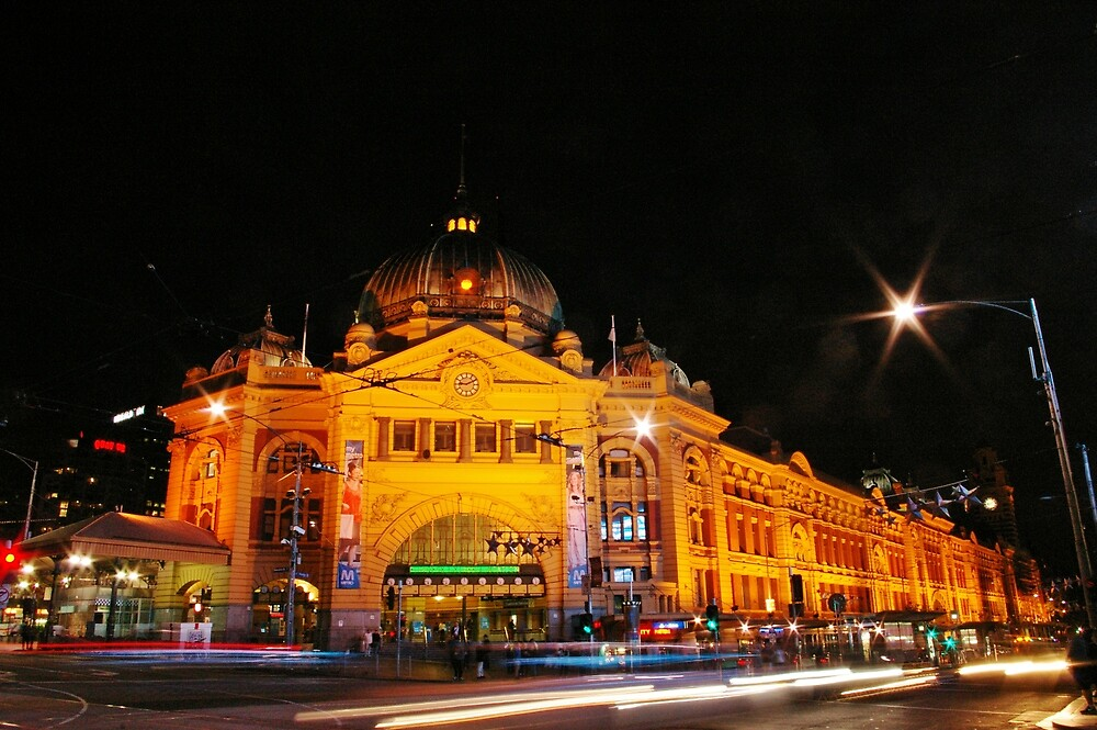 Flinders Street Train Station by robertsscholes