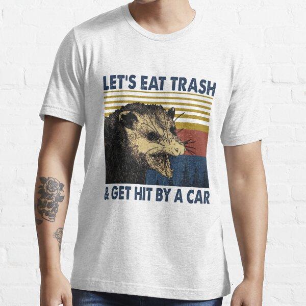 Opossum Lass uns Müll essen und von Auto Vintage getroffen werden Essential T-Shirt