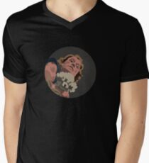 Es bringt die Lotion in den Korb T-Shirt mit V-Ausschnitt