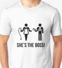 She's The Boss! (Wife & Husband / Black) Unisex T-Shirt