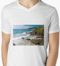 Secluded beach at Byron Bay Men's V-Neck T-Shirt