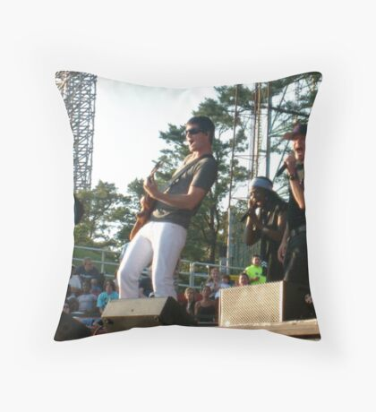 Now That's Singing! Throw Pillow