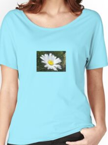 Close Up of a Margarite Daisy Flower Women's Relaxed Fit T-Shirt