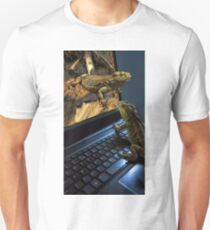 INTERNET DATING...CAN'T WAIT!!...IM MAKING MY WAY OUT TOO U..BEARDED LIZARDS ..ON THE INTERNET U CAN GET IT ALL... LOL.THATS AMORE!!.PICTURE,PILLOW,TOTE BAG,BOOKS ECT, Unisex T-Shirt