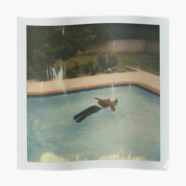 Girl in Red - fille morte dans la piscine Poster