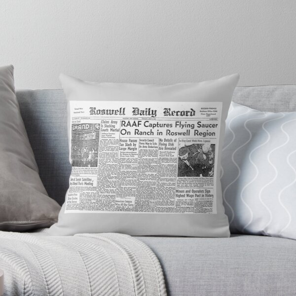 Roswell. UFO. Incident. Newspaper clipping. Throw Pillow